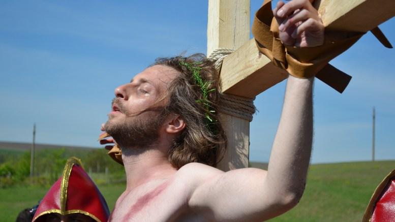 Răstignirea lui Iisus la Peștera. FOTO Adrian Boioglu