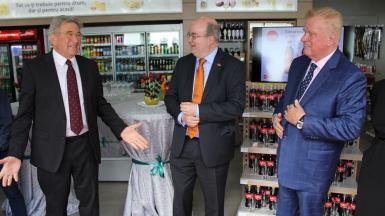 Gustaf Nobel, Paul Brummel și John Long la Nobel Oil Constanța. FOTO Adrian Boioglu