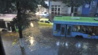 Circulație blocată în urma inundațiilor din Constanța. FOTO Andrei Dumitriu