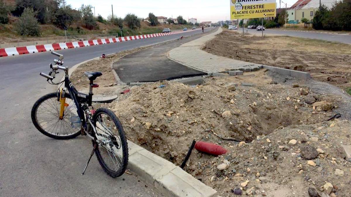 Pista de biciclete se sfârșește brusc