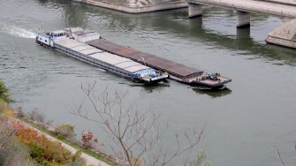 Barje pe Canalul Dunăre - Marea Neagră. FOTO Adrian Boioglu