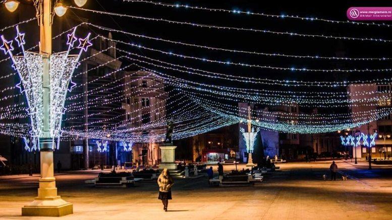 Piața Ovidiu cu luminițe de crăciun. FOTO Adrian Siea jurnaldenavetist.ro