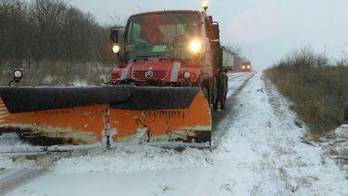 Un utilaj RAJDP curăță Drumurile înzăpezite