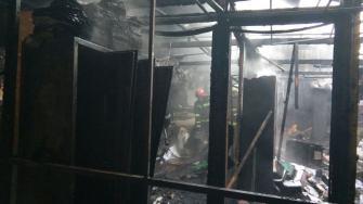 Incendiu la un atelier de produse electrice din Constanța