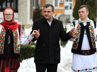 Primarul Valentin Vrabie, în Hora Unirii la Medgidia. FOTO Adrian Boioglu