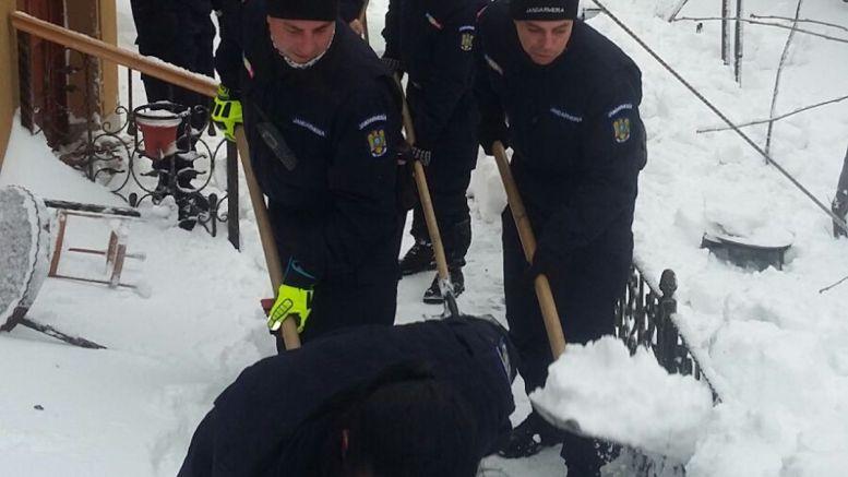 Jandarmi la deszăpezire