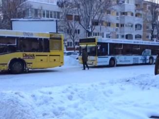 Autobuze în zăpada din Constanța