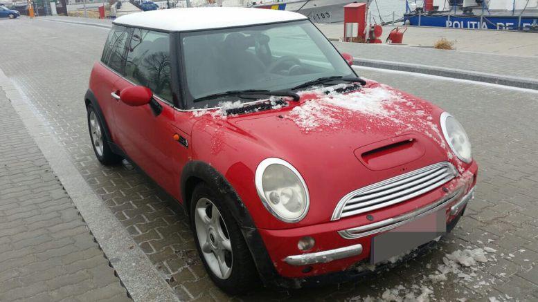 Autoturism Mini Cooper furat din Italia. FOTO Garda de Coastă Constanța