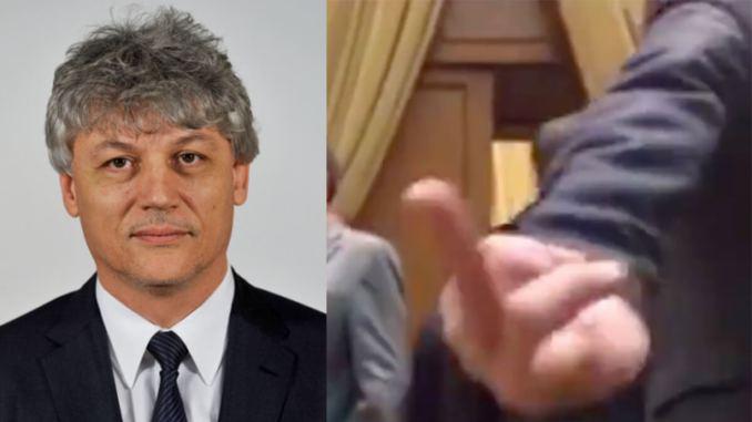 Senatorul PSD Tit-Liviu Brăiloiu, semne obscene în Parlament