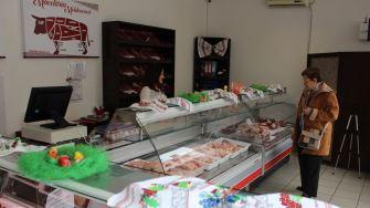 Carne și produse din carne de la Măcelăria Moldovencei. FOTO Adrian Boioglu