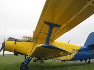Avion folosit pentru dezinsecție. FOTO Facebook / Cristian Radu
