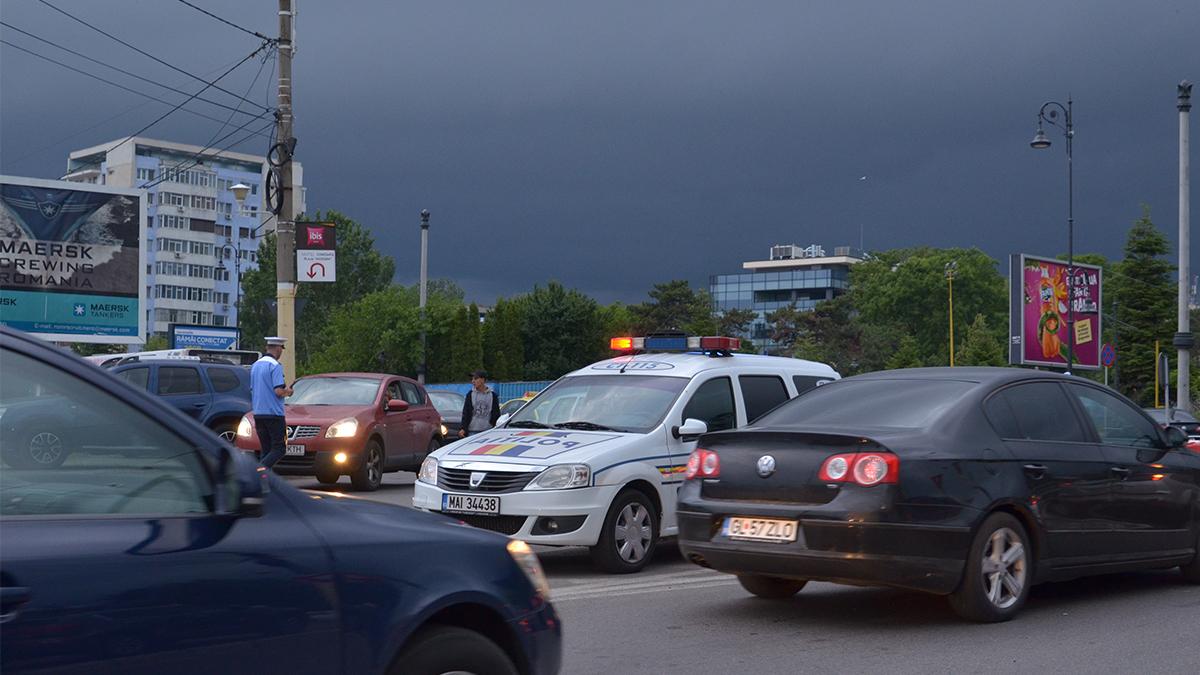 Masina politie rutiera in trafic