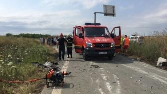 Echipaj de Descarcerare de la ISU Dobrogea la locul accidentului. FOTO ISU Dobrogea