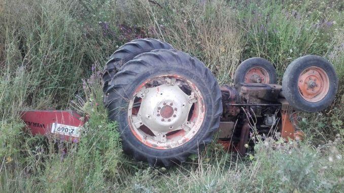 Accident de tractor la Gârliciu. FOTO SAJ Constanța