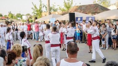 Ansamblul local de dansuri populare. FOTO Catalin Schipor