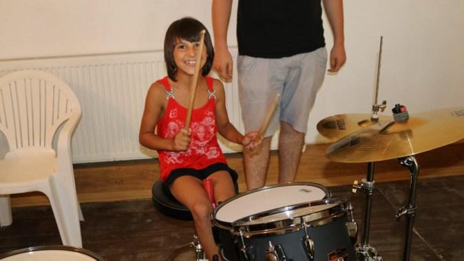 Copii s-au putut bucura de instrumentele muzicale