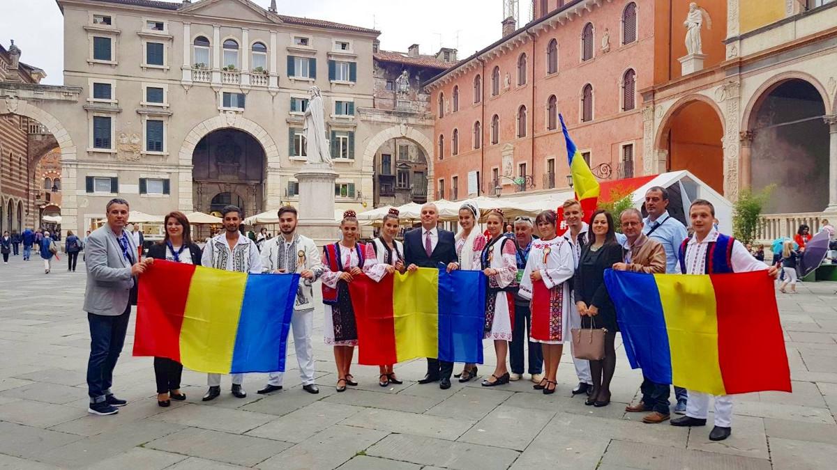 """Ansamblul Folcloric """"Româncuța"""" – Cumpăna la Verona (3)"""