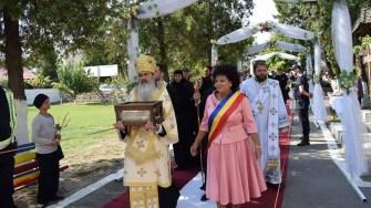 Braul Maicii Domnului a fost dus în procesiune pana la biserica ,,Adormirea Maicii Domnuluiʺ din Cumpana. FOTO Primaria Cumpana