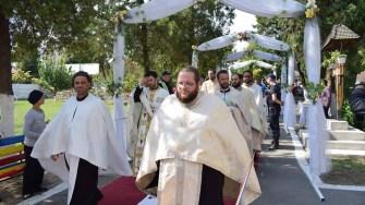 Braul Maicii Domnului a fost intampinat de mai marii comunei și câțiva zeci de credinciosi. FOTO Primaria Cumpana