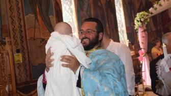 La Cumpăna se păstrează tradiția: la zile mari sunt botezati copii abandonaţi de părinţi. FOTO Primaria Cumpăna