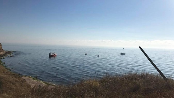 Nave cu migrantui luand cu asalt tarmul romanesc. FOTO Facebook/Dan MV Chitic