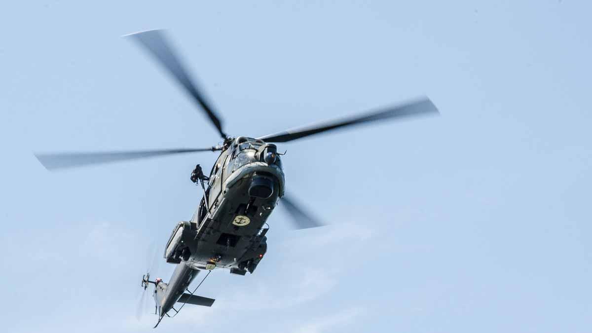 Elicopter Puma Naval in zbor (3)