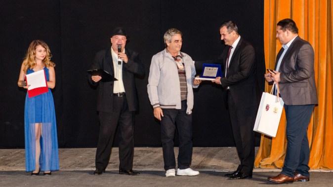 Premiile au fost înmânate de primarul Valentin Vrabie. FOTO Catalin Schipor