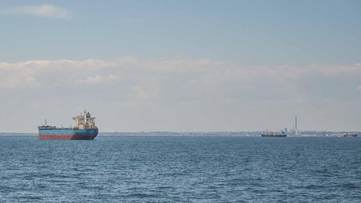 Nave comerciale in rada exterioara a Portului Constanta (3)