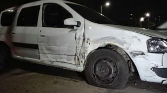 Polițiștii s-au ales cu mașina avariată după ce au încercat să îl oprească pe șoferul Audi-ului