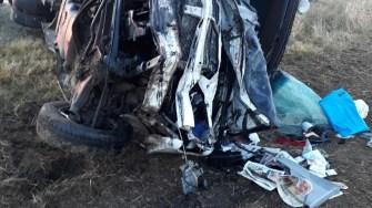 În urma impactului dintre autoturism și microbuz a rezultat un decedat și mai mulți răniți. FOTO SAJ Constanța