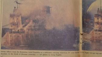 Fotografii cu nava Fundulea pe prima pagină a ziarului Gulf News din Dubai din 24 noiembrie 1987. FOTO Cătălin Schipor