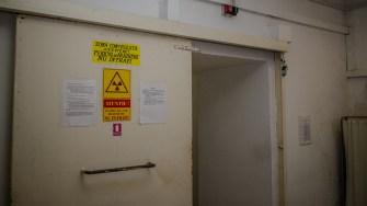 Intrarea în buncărul unde se află aparatul de cobaltoterapie. FOTO Cătălin Schipor