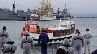 Migranții auu fost aduși în siguranță la mal. FOTO Poliția de Frontieră