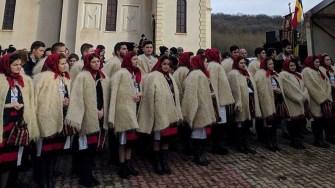 15.000 de persoane au venit la Peștera Sf. Andrei de hramul bisericii. FOTO Iulian Fotea