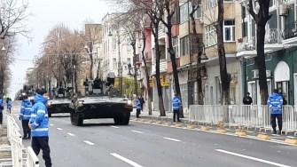 Autovehiculele de luptă au defilat pe bulevardul Tomis