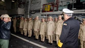 Militarii au așteptat nerăbdători să coboare pe uscat. FOTO Cătălin Schipor