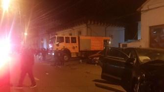 În urma impactului, una dintre mașinile implicate în accident s-a izbit de clădirea ISU. FOTO ISU Dobrogea