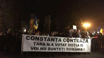 Constănțenii au ieșit în stradă să protesteze împotriva legilor justiției. FOTO Viorel Matei