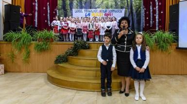 """Primarul Mariana Gâju a fost prezentă la Liceul Tehnologic """"Nicolae Dumitrescu"""" din Cumpăna care a aniversat cei 112 ani de existență dar și-a lansat și noua emblemă. FOTO Primăria Cumpăna"""