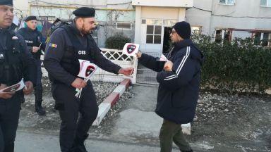 Agenții One Star Security împart flyere de Ziua Unirii