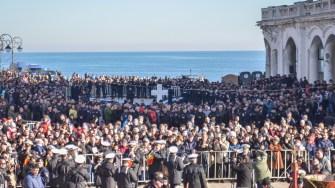 Mii de oameni s-au strâns pentru a asista la slujba de Bobotează. FOTO Cătălin Schipor