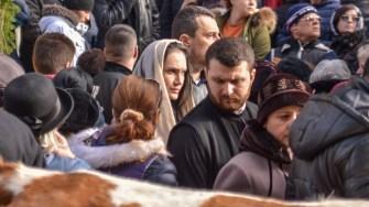 Mii de oameni au așteptat la Catedrală și pe faleză slujba de Bobotează. FOTO Cătălin Schipor