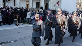 Un grup de pasionați de istorie au defilat în costume militare vechi. FOTO Cătălin Schipor