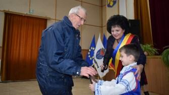 Veteranii comunei CUmpăna au primit diplome de recunoștință. FOTO Primăria CUmpăna