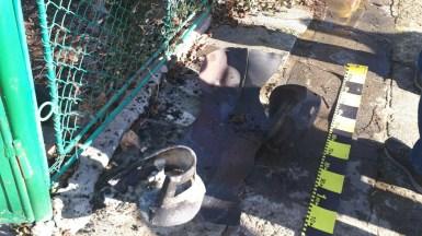 Din butelia care a explodat nu a rămas mare lucru. FOTO ISU Dobrogea