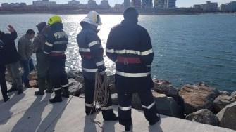 Pompierii au recuperat din apă trupul neînsuflețit al femeii dispărute. FOTO ISU DObrogea