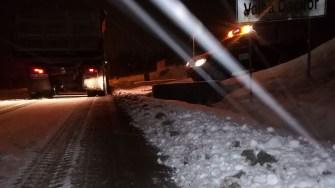 După prima noapte de ninsoare, RAJDP a reușit să mențină drumurile practicabile. FOTO RAJDP