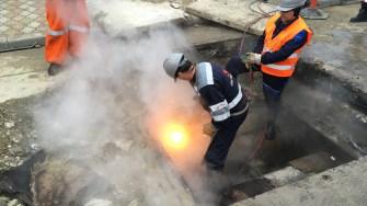 Muncitorii au intervenit pentru remedierea avariei