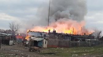 Pompierii se luptă cu flăcările. FOTO CTnews.ro