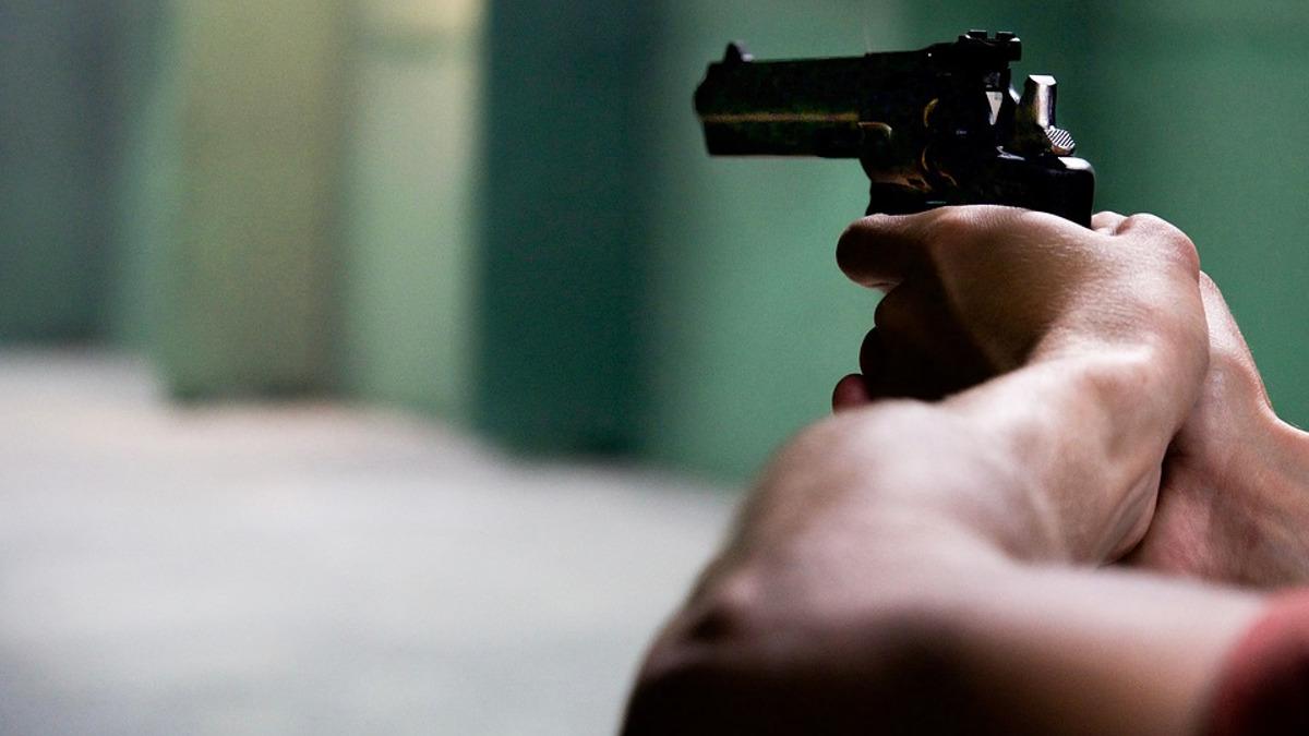 pistol arma de foc impuscatura (1)